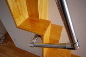 階段と手すり のあるお部屋