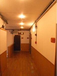 ダウンライトを取り付けた廊下