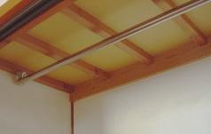 クローゼットに吊り棒がカスタマイズできるアパート 例