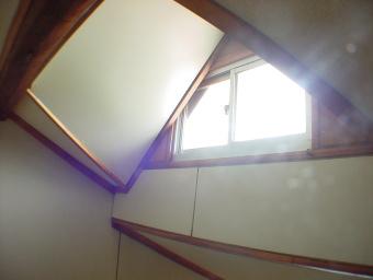 ロフトの越窓